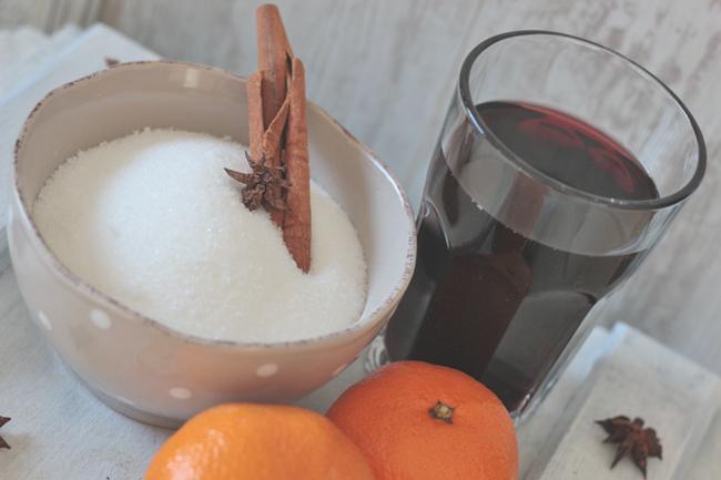 Zutaten für Glühweingelee: Zucker, Gelierzucker, Glühwein, Mandarinen, Mandarinensaft