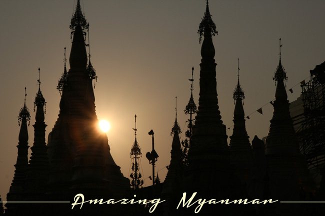 Aamzing Myanmar - Sunset over Schwedagon Pagoda in Yangon